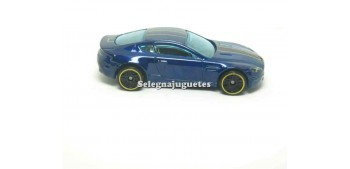 miniature car Aston Martin V8 vantage (without box) 1/64 Hot