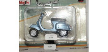 miniature motorcycle Vespa 90 Sella Lunga 1963 1/18 Maisto