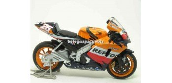 miniature motorcycle Honda Rc 211V Dani Pedrosa 2006 scale 1:18