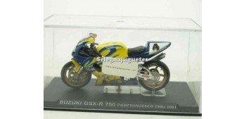 moto miniatura Suzuki GSX R 750 Pierfrancesco Chili 2001 1/24