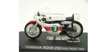 lead figure Yamaha RD05 250 Phil Read 1968 1/24 Ixo