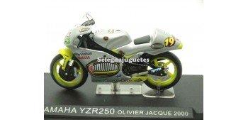 miniature motorcycle Yamaha YZR250 Olivier Jacque 2000 1/24 Ixo
