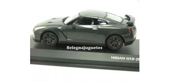 miniature car NISSAN GT-R (R35) showcase 1/43 YAT MING