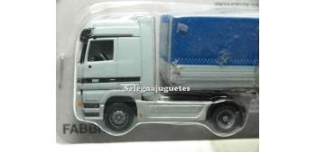 miniature truck Mercedes Actros 1/87 Italeri