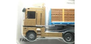 Renault Magnum Excellence porta cajas escala 1/87 Italeri