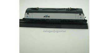 Locomotora 252 RENFE BO-BO Escala N 1/160 + libro
