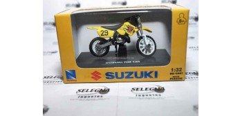 Suzuki Rm 125 escala 1/32 New Ray