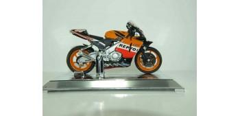 miniature motorcycle Honda RCV211 Nicky Hayden 2005 nº 69