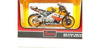 Honda RCV211 Nicky Hayden 2005 nº 69 escala 1/18 Saico moto