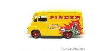 Morris Ld 150 Van Pinder corgi van
