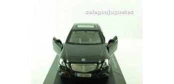 coche miniatura Mercedes Benz Clase-E (vitrina) escala 1/42