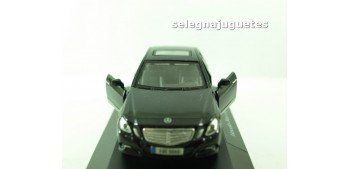 Mercedes Benz Clase-E (vitrina) escala 1/42