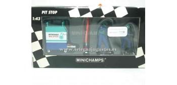 miniature car Sauber Petronas set 03 1/43 Minichamps
