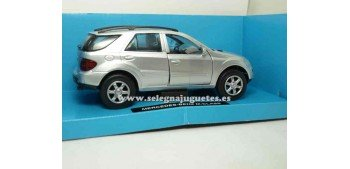 coche miniatura Mercedes Benz Clase M 1/32 New Ray