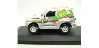 coche miniatura Mitsubishi Pajero Dakar Shinozuka 1:43