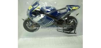 lead figure Yamaha Yzr M1 2004 Rossi 1:9 Italeri