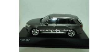 lead figure Audi Q7 1:43 Spark