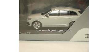lead figure Audi Q7 Glaciar White 1:43 Spark