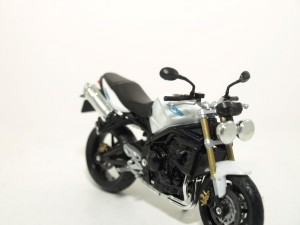 Triumph Street Triple escala 1/18 Welly