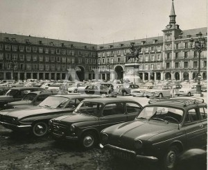 Coches aparcados en la Plaza Mayor de Madrid