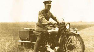 Lawrence de Arabia y el casco de Moto